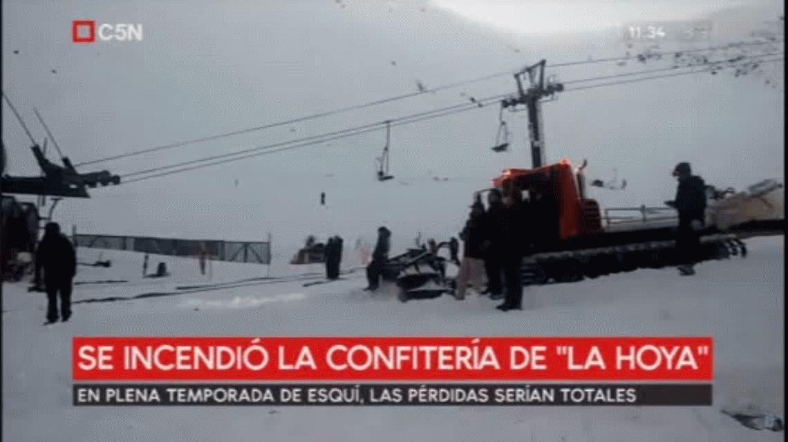 Un incendio destruyó una confitería en el centro de esquí La Hoya