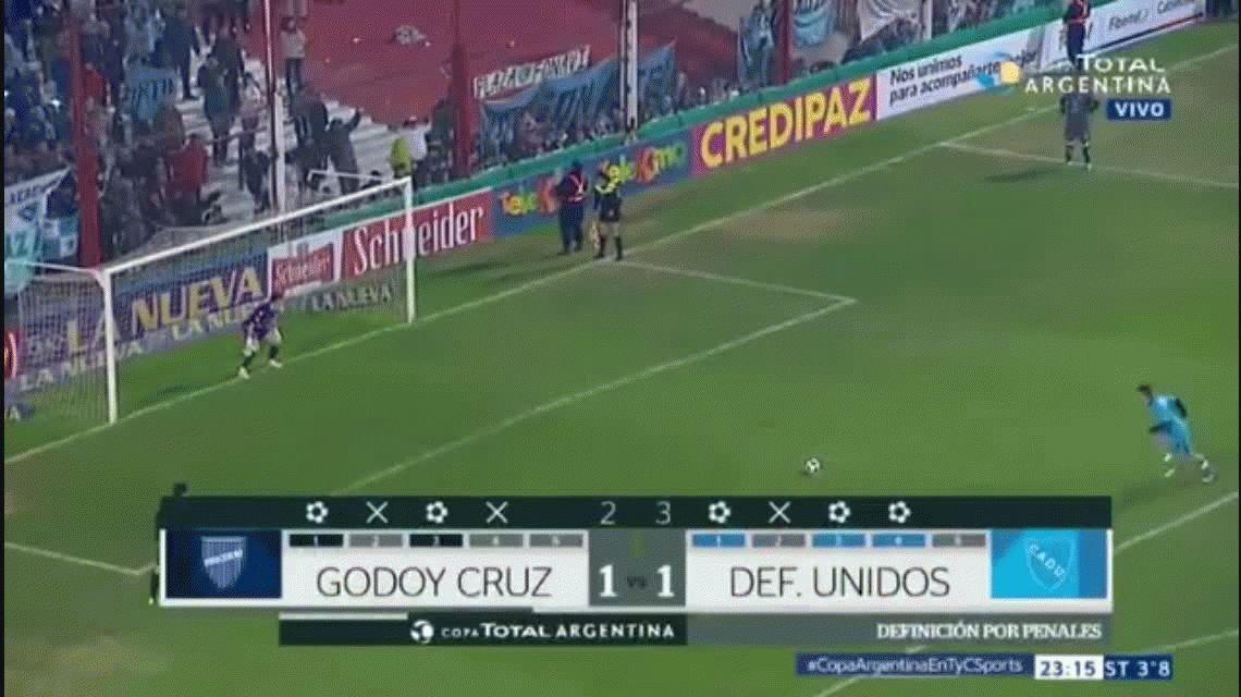 El penal de Contreras con el que el CADU de Zárate eliminó a Godoy Cruz de la Copa Argentina