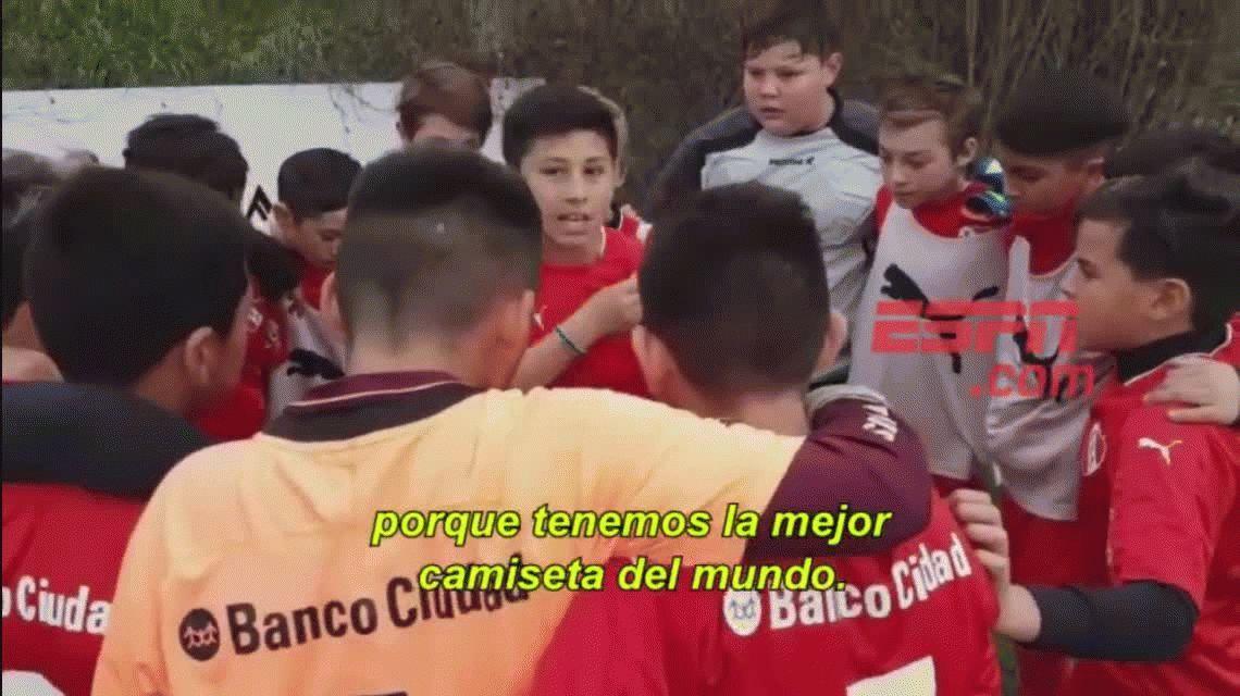 A dejar la vida y trabar con la cabeza: la polémica arenga de los nenes de Independiente
