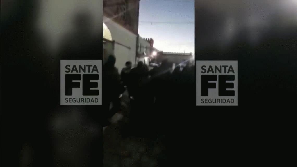 Rosario: cavaron un pozo para fugarse, pero rompieron un caño y los terminaron pescando