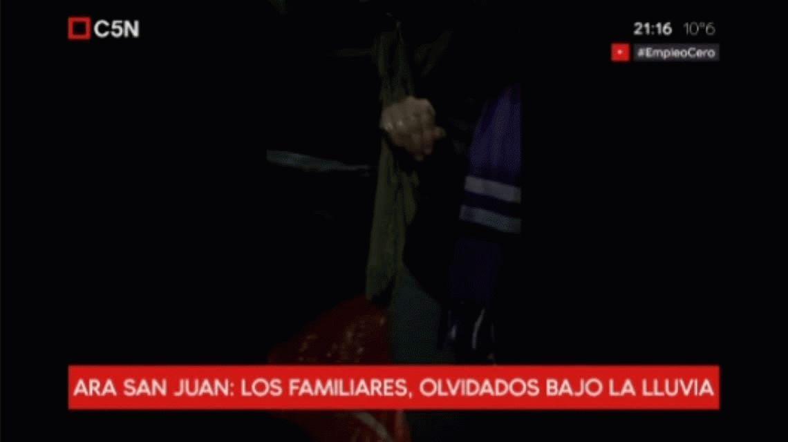 ARA San Juan: los familiares, olvidados bajo la lluvia