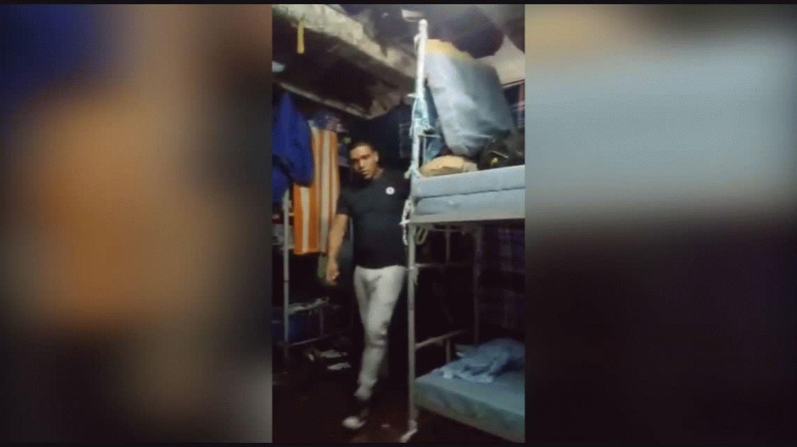 Sangrienta bienvenida: presos recibieron con facas y puntazos a un nuevo delincuente en prisión
