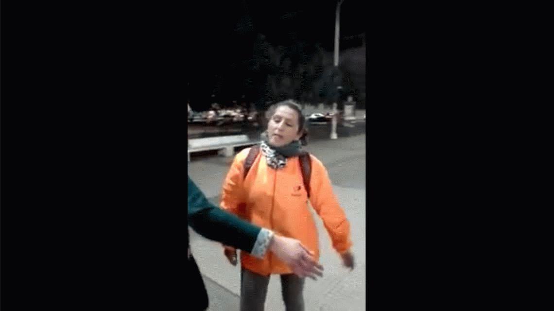 Inadmisible: golpeó y empujó a militantes del aborto legal, seguro y gratuito