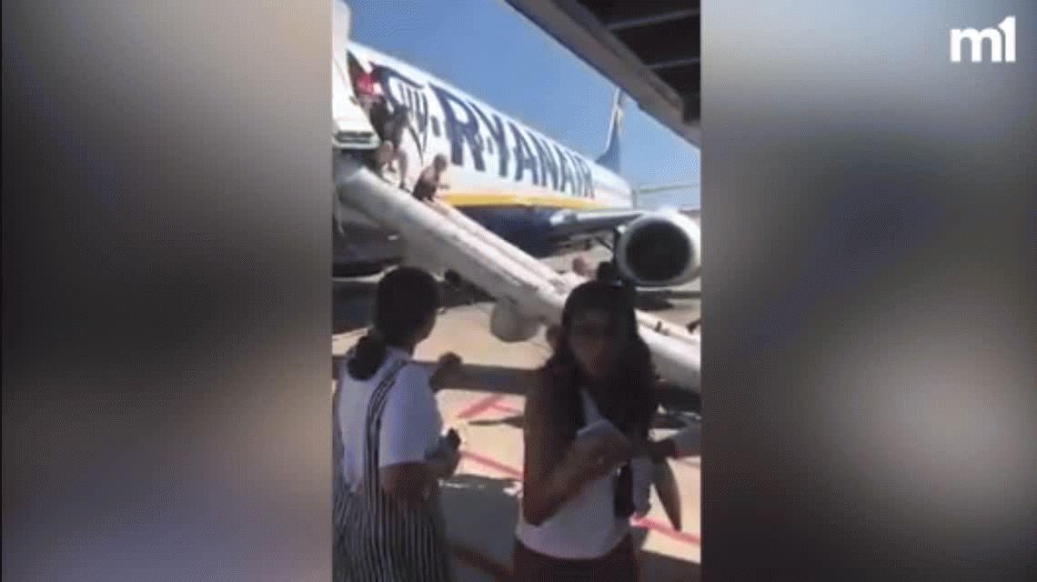 Llamas y dantesca evacuación: lo que no te cuentan de Ryanair, la mayor low cost de Europa