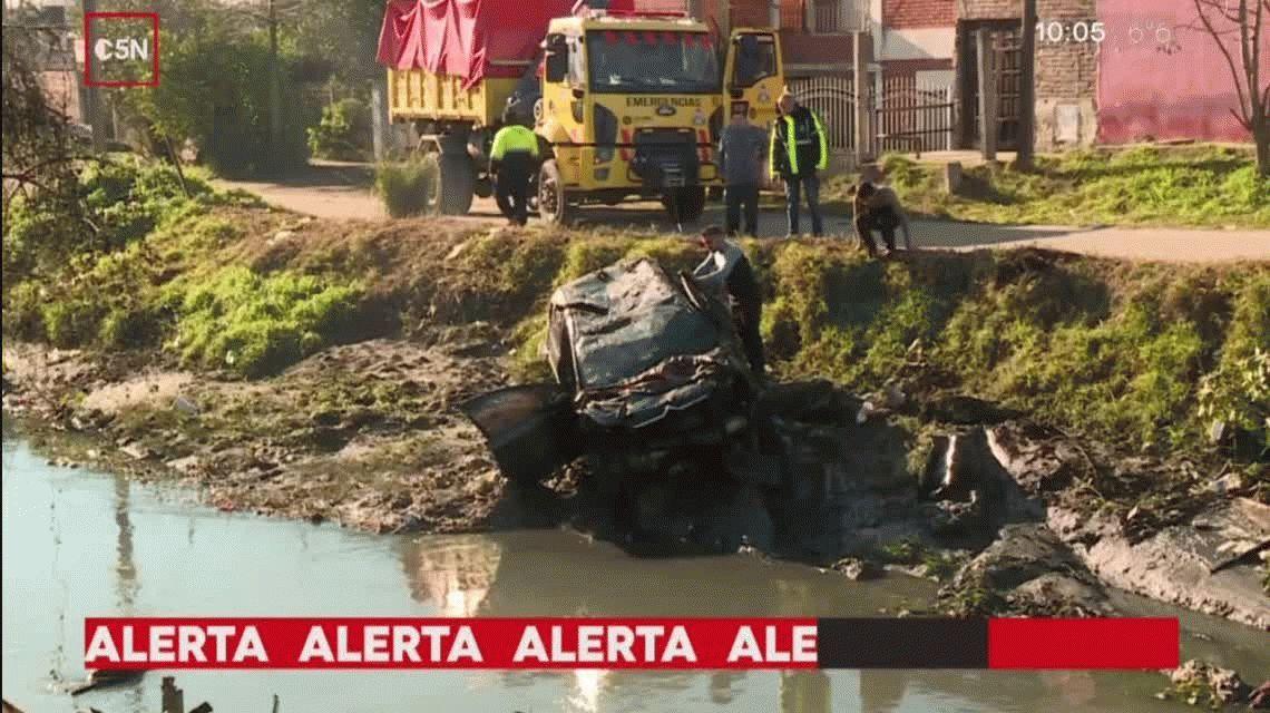 Un auto cayó a un arroyo en Quilmes: el conductor estaría borracho