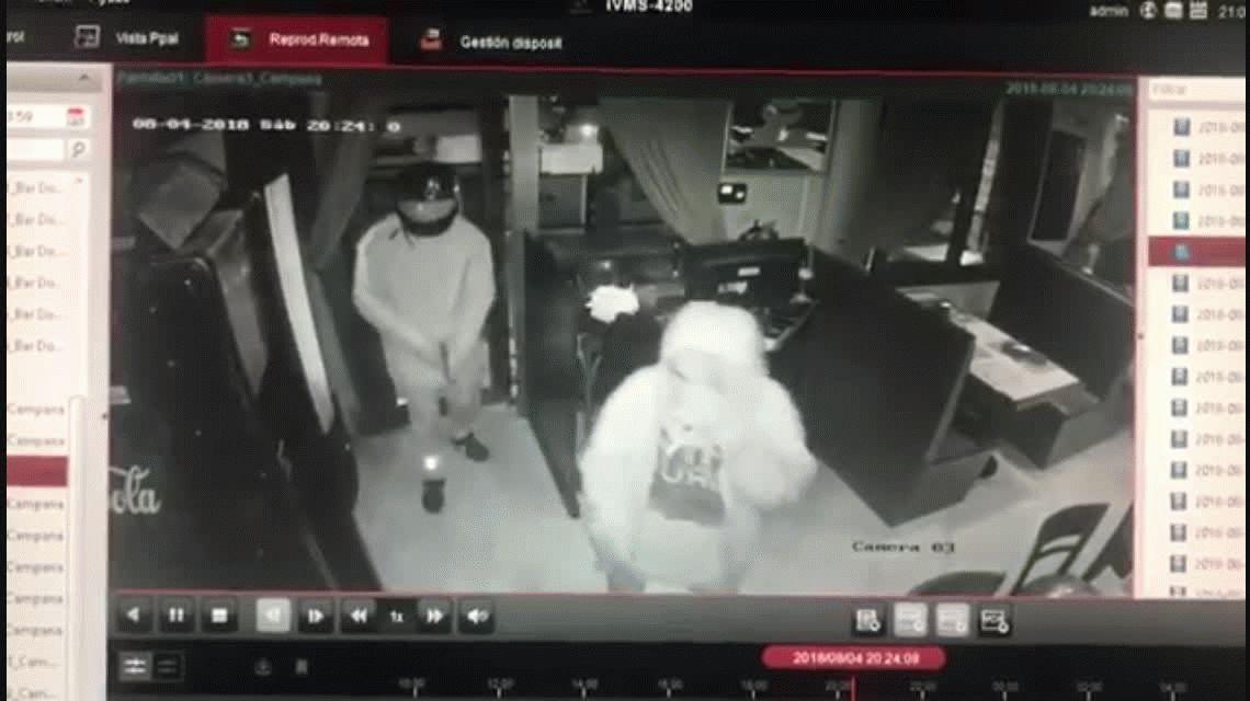 VIDEO: Armados y con los rostros cubiertos robaron un restaurante en Campana