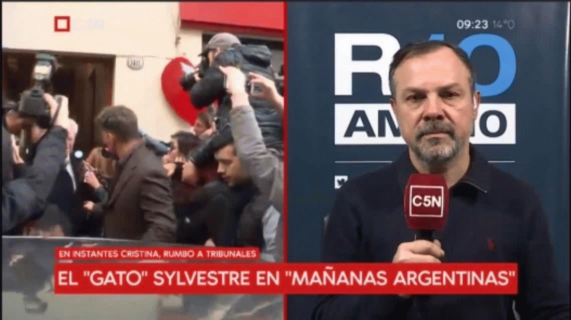 Cristina Kirchner a Tribunales: Recibió un golpe en la cabeza cuando salía de la casa para ir a declarar