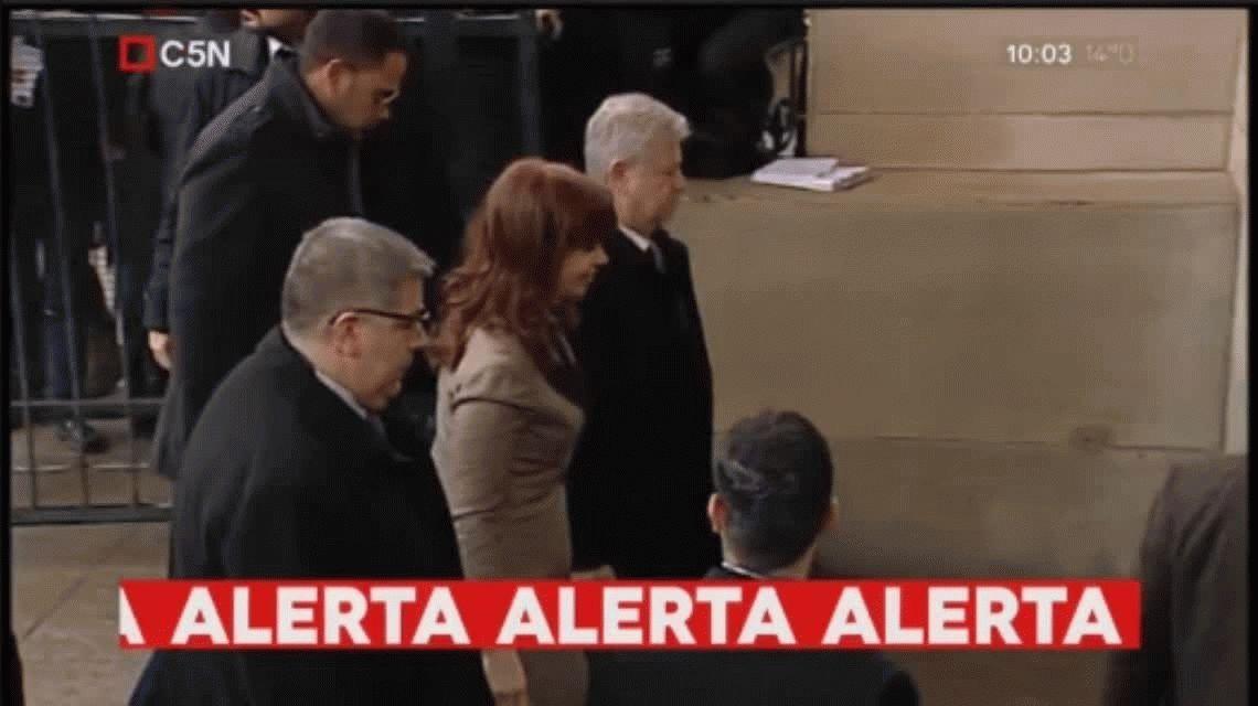 Cristina entró a Comodoro Py acompañada de dos hombres vinculados al Papa