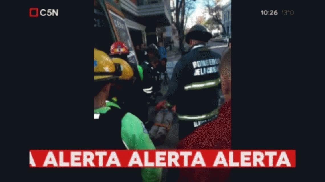 Un obrero quedó atrapado tras un derrumbe en Parque Centenario