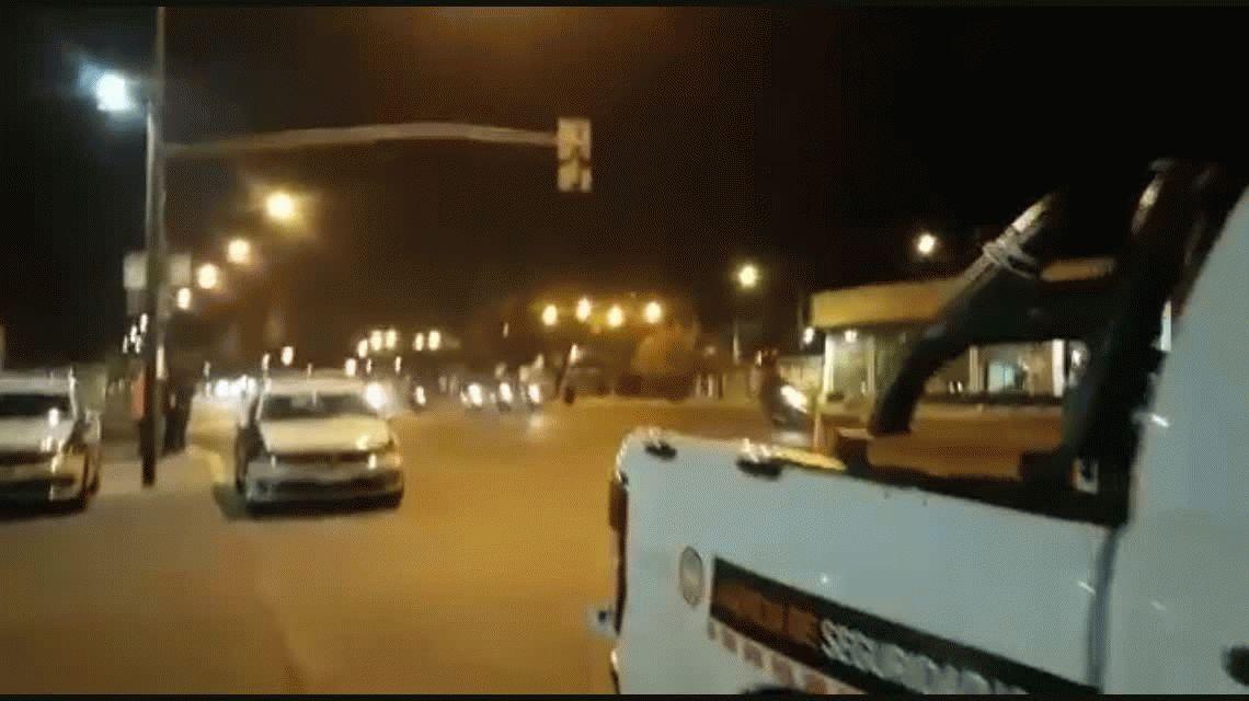 A toda velocidad y sin casco: el increíble aluvión de motoqueros que burló un operativo de tránsito