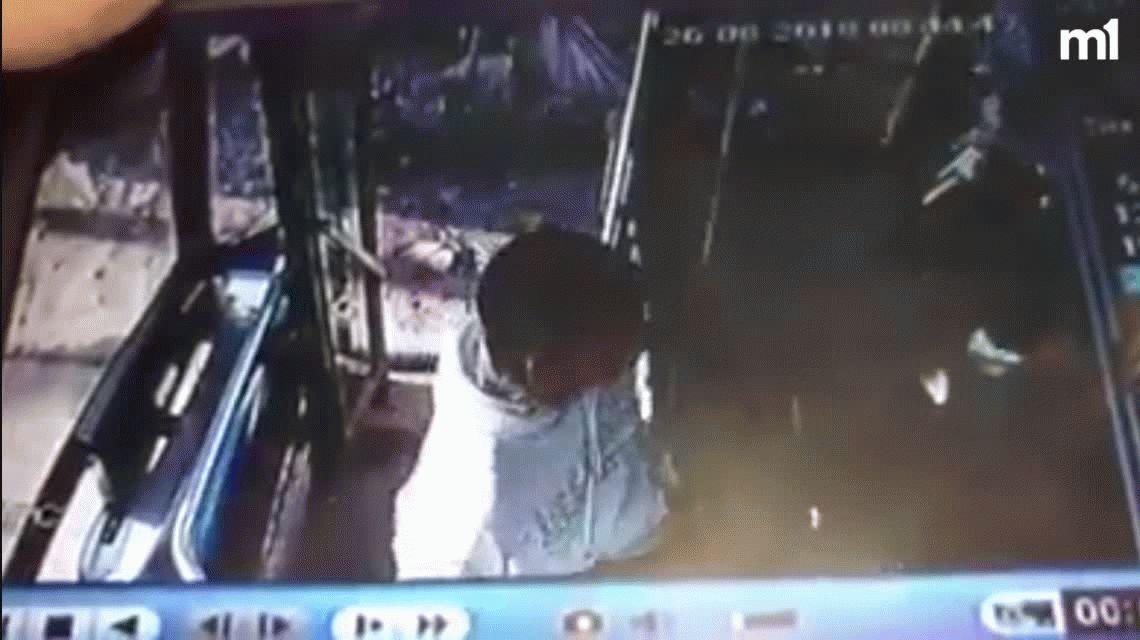 Brutal robo y golpiza a un colectivero en Rafael Calzada