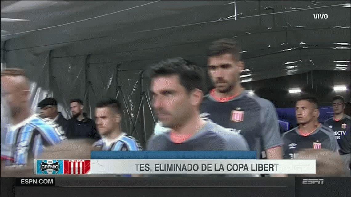 A Estudiantes se le escapó el partido en el último minuto y la clasificación en los penales ante Gremio