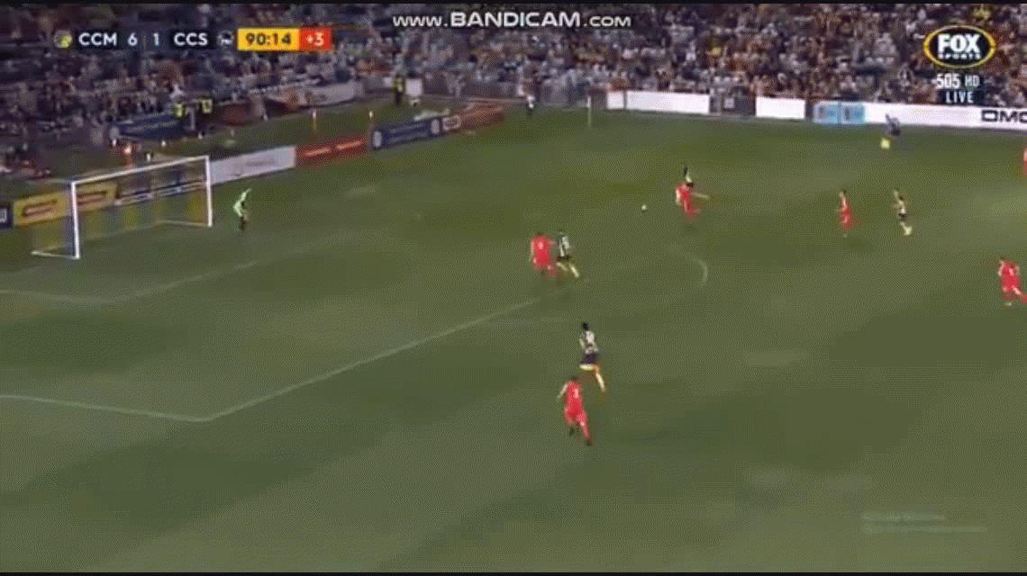 No se puede creer. Usain Bolt debutó en el fútbol australiano y se perdió un gol ¡por lento!