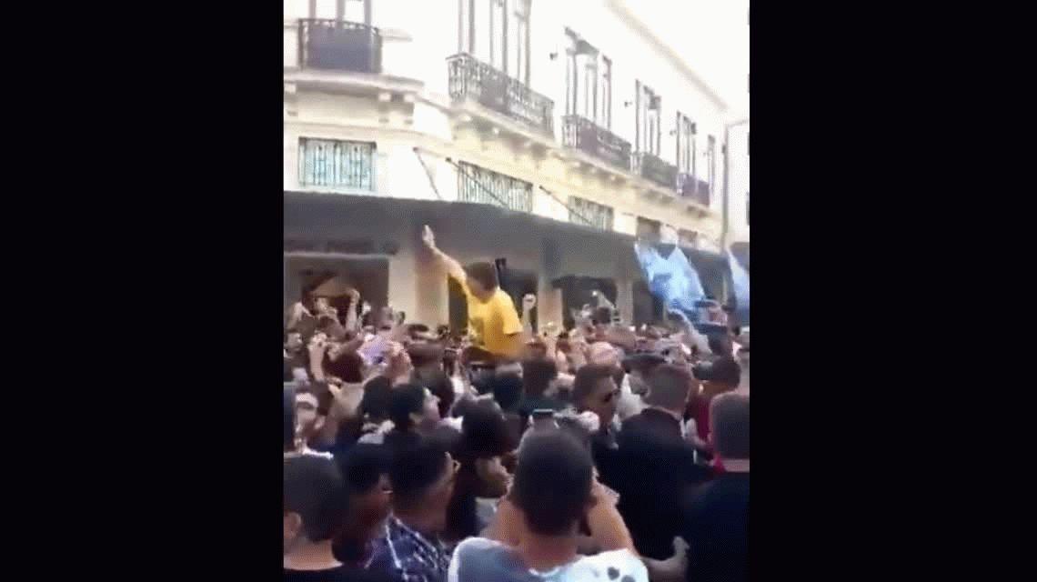 Conmoción en Brasil: apuñalaron al candidato a presidente Jair Bolsonaro