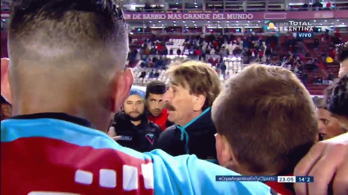 Fuerte y al medio, la clave con la que Pablo Vicó le ganó a Independiente en los penales