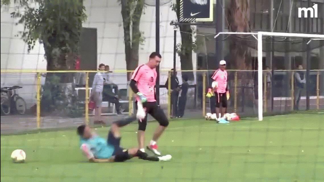 ¡Está loco! Marchesín agredió a un juvenil de su equipo durante una práctica