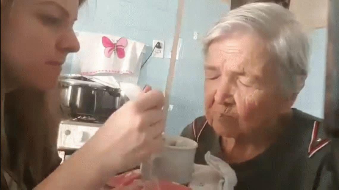 ¡El viral más emotivo! Tiene Alzheimer, pero la reconoció: Te amo mucho