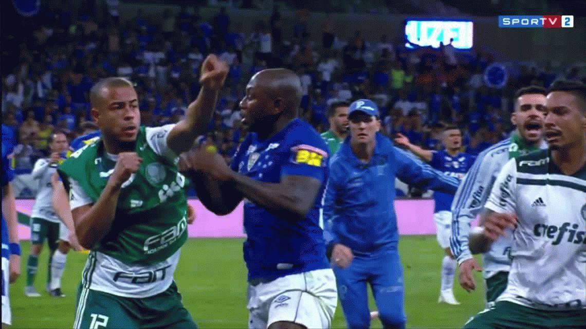 Merece una larga suspensión: la terrible trompada de un jugador del rival de Boca