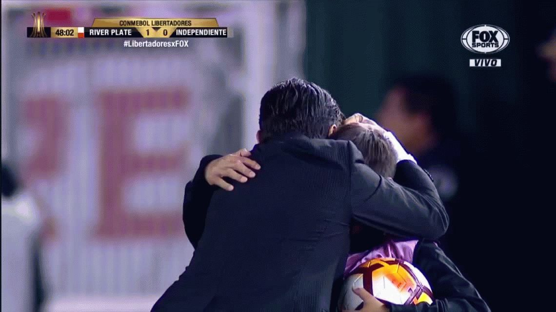 VIDEO: El festejo de gol de Gallardo ¡con su hijo alcanzapelotas!