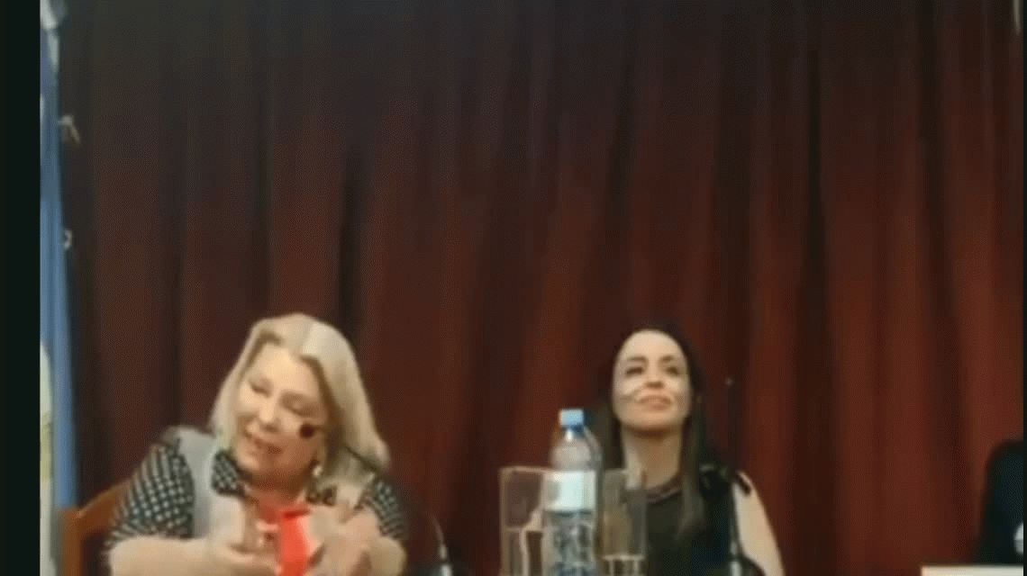 La amenaza de Carrió a Macri: Tiene que elegir entre Angelici o yo: elige o cae