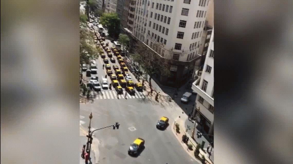 Los taxistas coparon el centro porteño para protestar contra Uber
