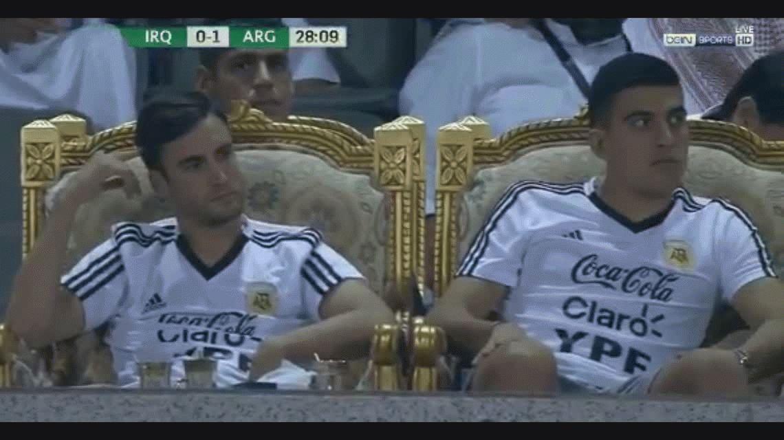 VIDEO: ¡Como reyes! Así vieron el partido los jugadores fuera del banco en Argentina-Irak