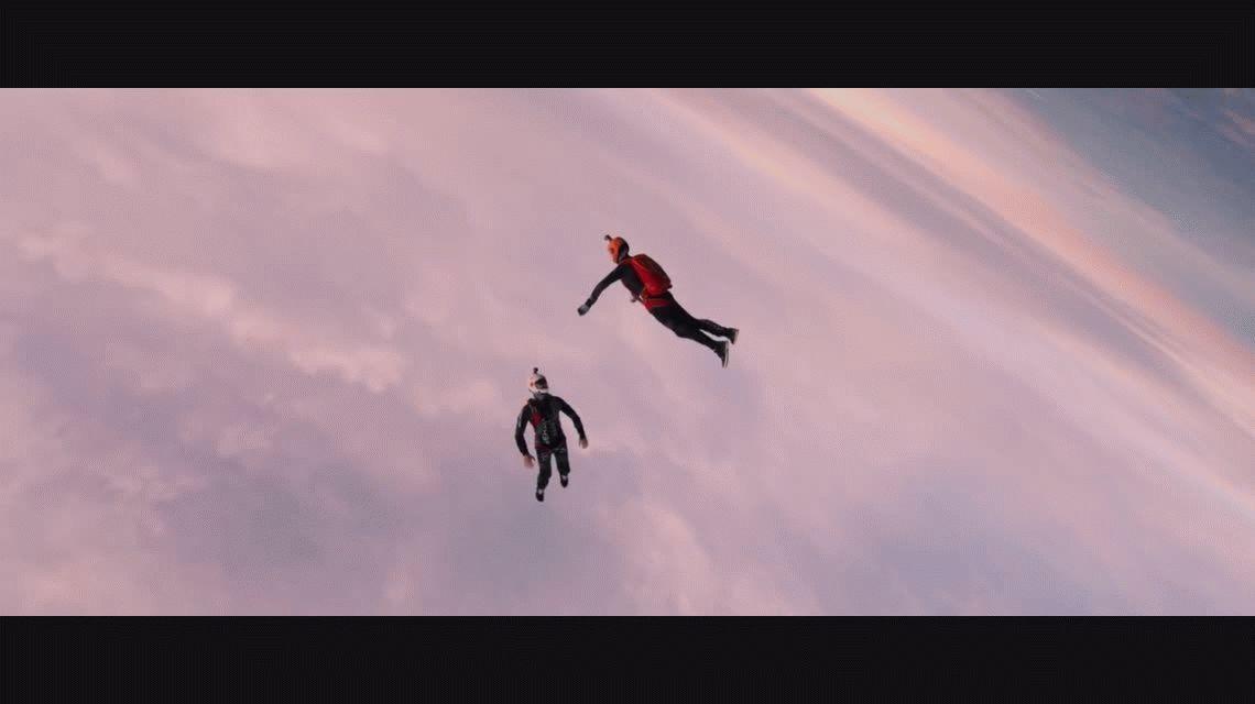 VIDEO: Espectacular salto de dos paracaidistas registrado en cámara lenta