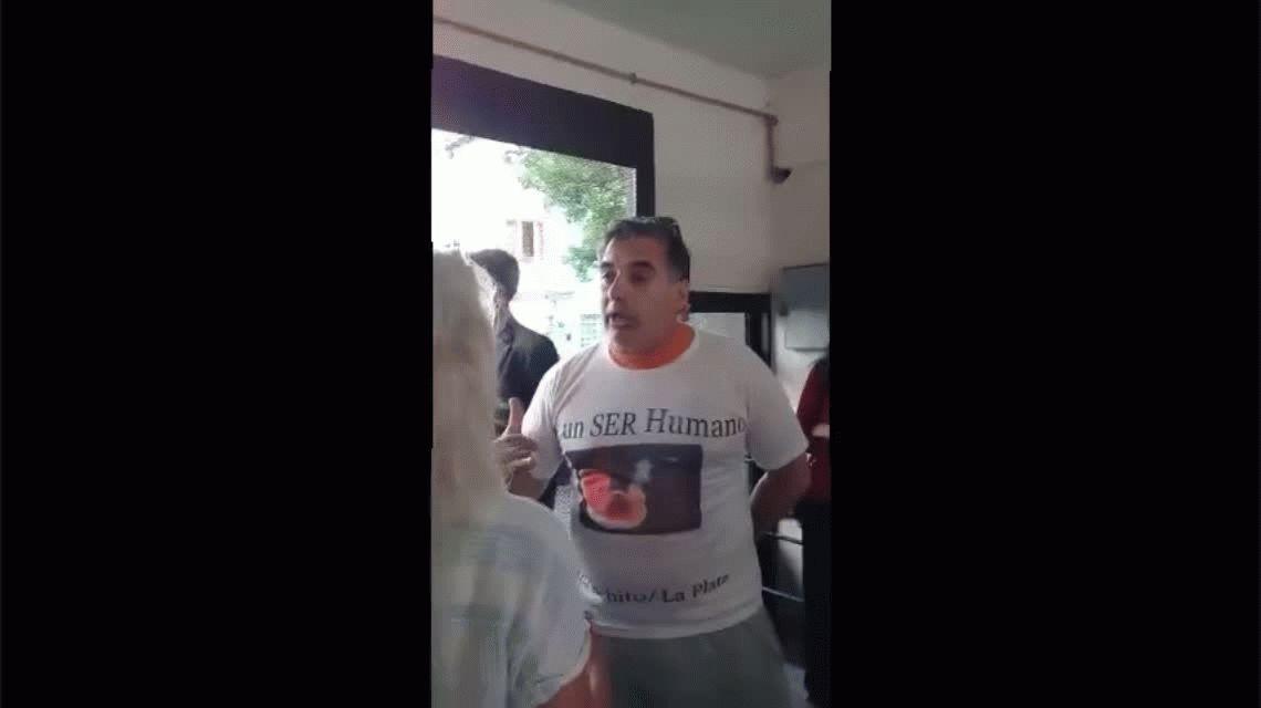 Padres provida irrumpieron en una escuela de La Plata y quisieron impedir que se enseñe educación sexual integral