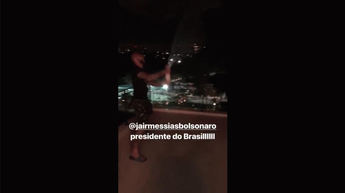 Champagne y descontrol: Felipe Melo deliró con el triunfo de Bolsonaro en Brasil