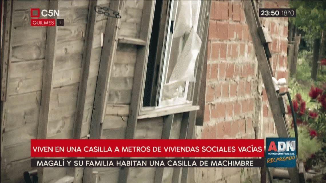 Magalí vive bajo un techo de machimbre y sueña con una vivienda: No pido que me regalen, quiero pagar