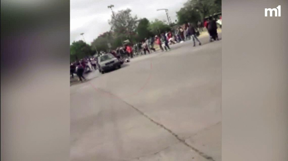 Un hombre arremetió con su auto en medio de una marcha y atropelló a varios manifestantes en Rosario