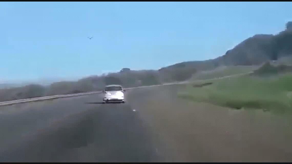 Un conductor fuera de control aterrorizó a todos en la ruta 9