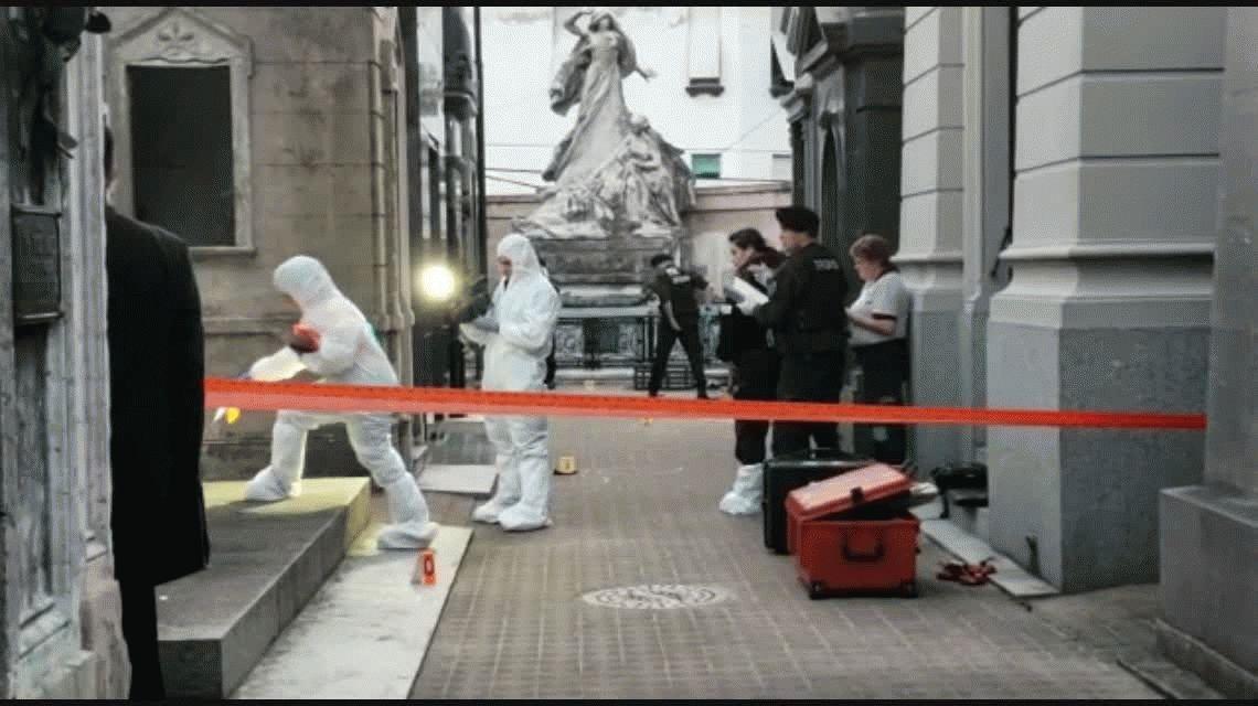 Explosión en el cementerio de la Recoleta: hay una mujer en grave estado