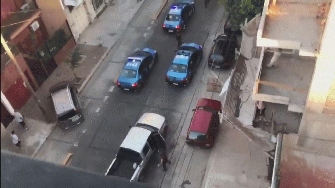 Batalla campal en Floresta: tres detenidos por un enfrentamiento entre hinchas de All Boys y policías