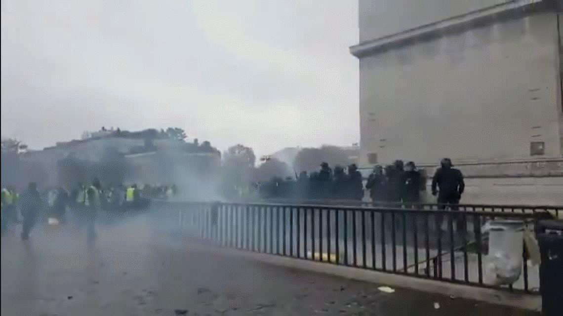 Piden declarar el estado de emergencia en Francia por las protestas de chalecos amarillos
