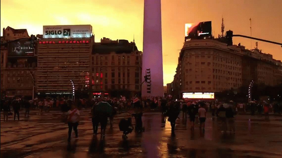 Obelisco con banda roja: los hinchas de River festejaron la Copa Libertadores