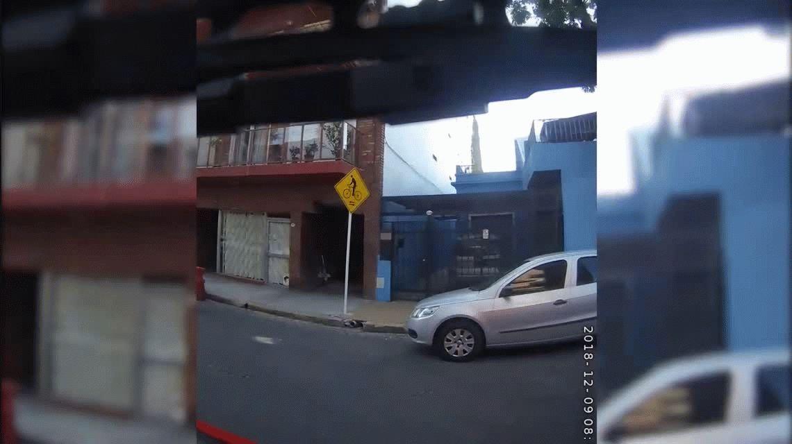 VIDEO: Bomberos rescataron a madre e hija de las llamas