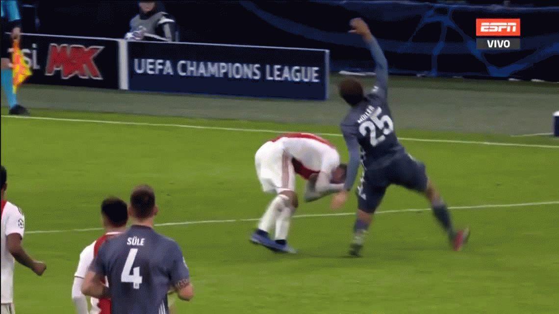 VIDEO: ¡Casi le arranca la cabeza! La terrible patada de Thomas Müller a Tagliafico