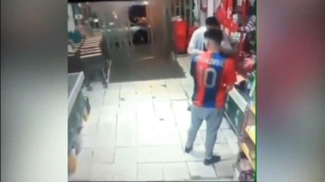 Un comerciante chino mató a un ladrón que intentó robar en su negocio: lo dejaron en libertad