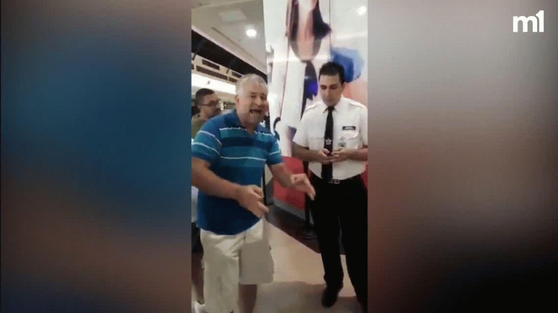 Escándalo en Rosario: un Papá Noel terminó su jornada laboral y dejó plantados a varios chicos