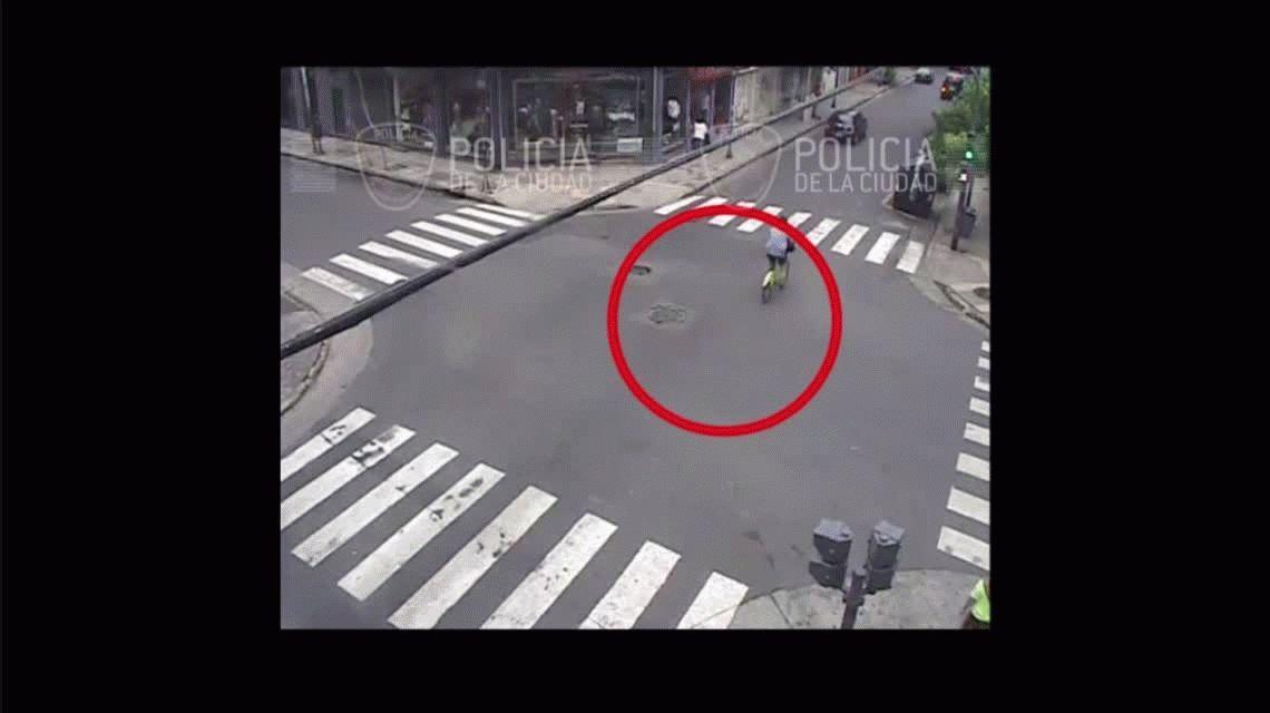 Un motochorro le robó el celular a un ciclista, él lo persiguió con su bicicleta y lo detuvo