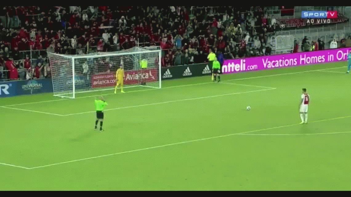 ¡Respira Boca! El papelón de Lisandro Magallán en su debut en el Ajax