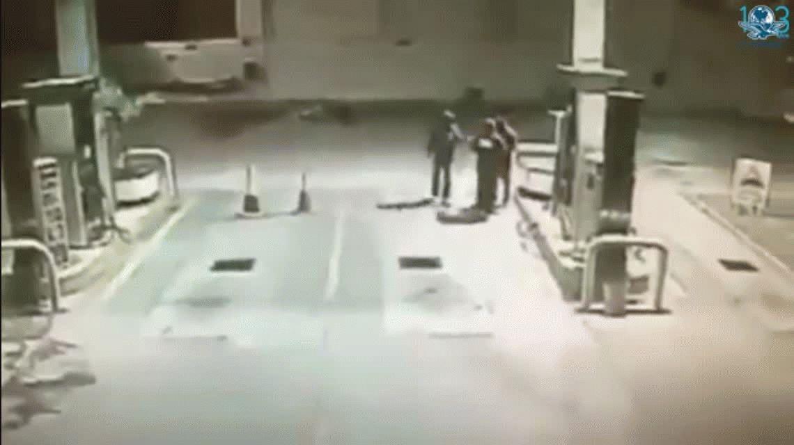 Un perro salvó a un hombre de ser asaltado en una estación de servicio