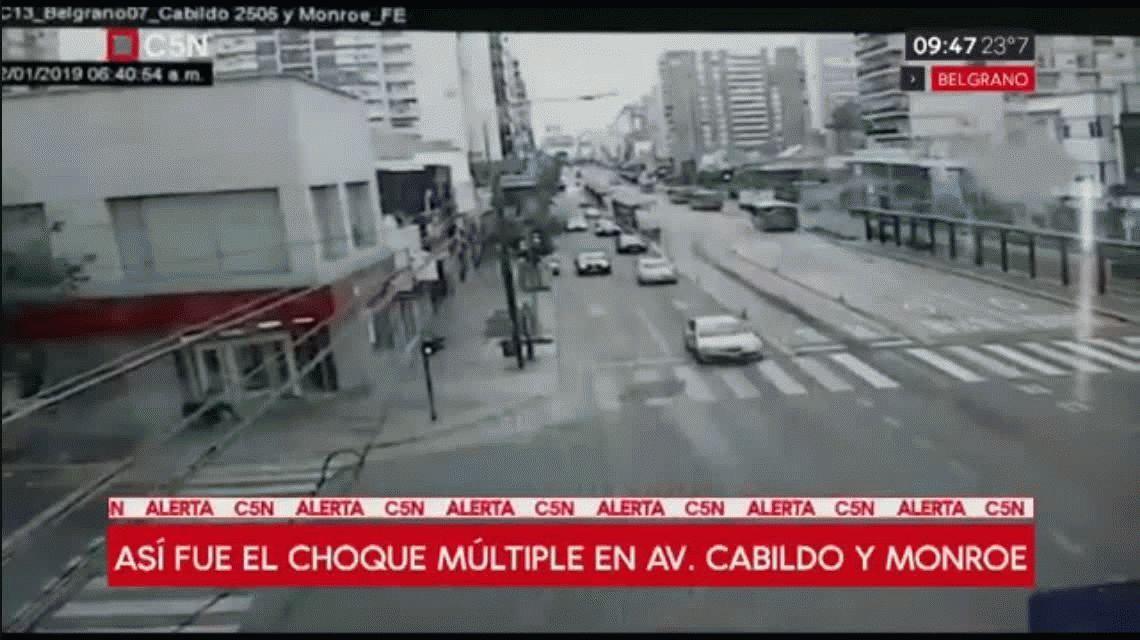 Circulaba a toda velocidad por Cabildo y provocó un choque múltiple: hay cuatro heridos