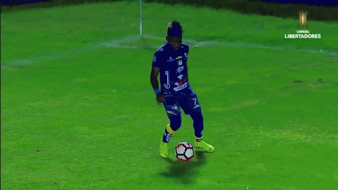 ¡¿Qué hace?! El extraño lujo que fue furor en el primer partido de la Copa Libertadores