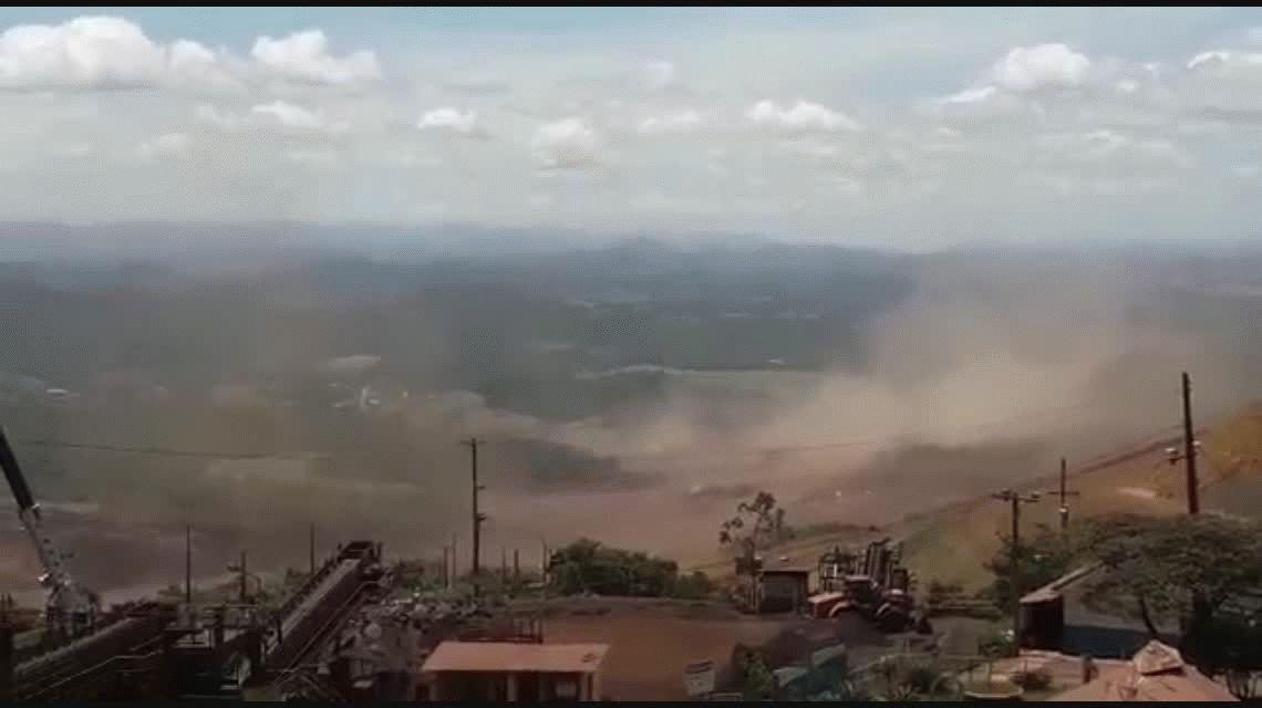Se derrumbó la represa de una minera en Brasil: al menos 50 muertos y 200 desaparecidos