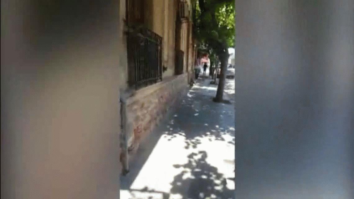 La Rioja: escracharon a un genocida con arresto domiciliario caminando por la calle
