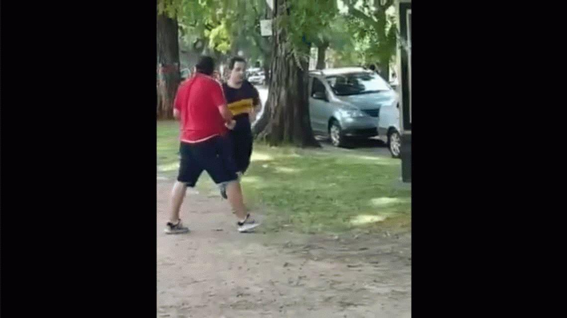 Salió a correr con la camiseta de Boca, pasó por la cancha de River y lo agredieron