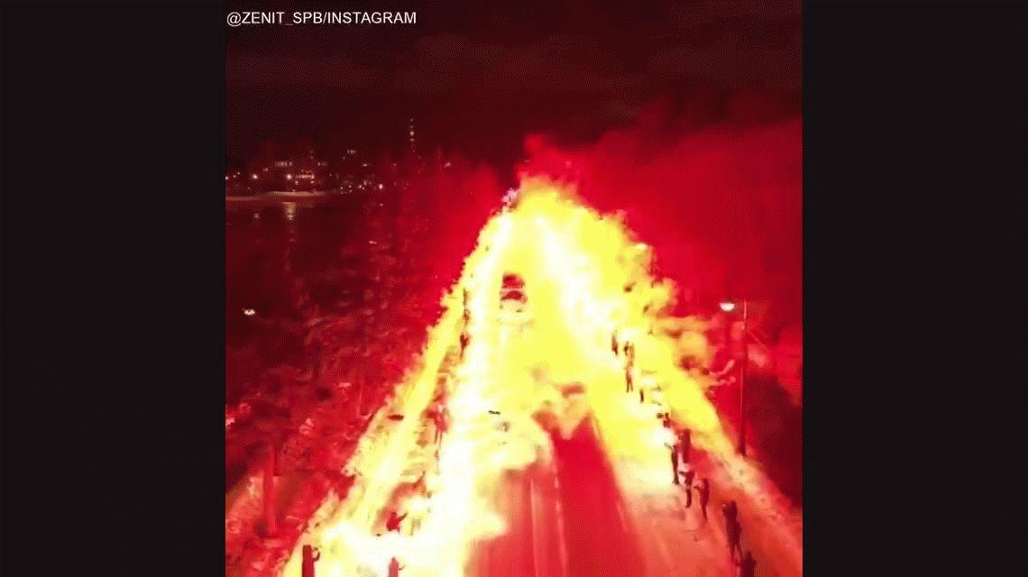 VIDEO: El impresionante pasillo de fuego de los hinchas para recibir al Zenit