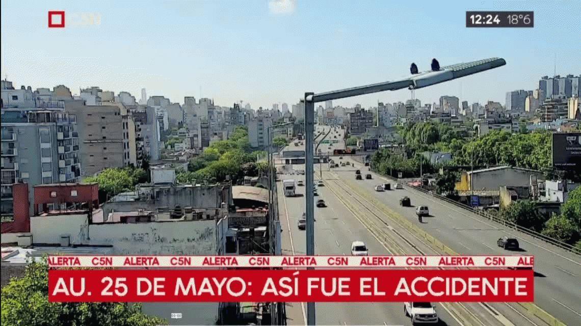 VIDEO: Así fue el choque del camión que quedó colgado en la autopista 25 de Mayo